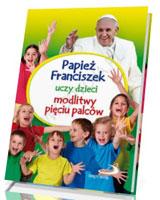 Papież Franciszek uczy dzieci modlitwy pięciu palców
